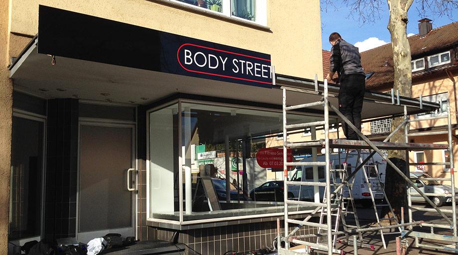 aussen reklame f r bodystreet nellingen pixelclinic ihre werbeagentur f r webdesign. Black Bedroom Furniture Sets. Home Design Ideas