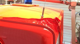 pixelclinic-Fahrzeugbeschriftung-Vollverklebung-Carwrapping-Folierung-Feuerwehrwagen-Schief-Winnenden-2
