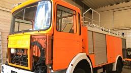 pixelclinic-Fahrzeugbeschriftung-Vollverklebung-Carwrapping-Folierung-Feuerwehrwagen-Schief-Winnenden